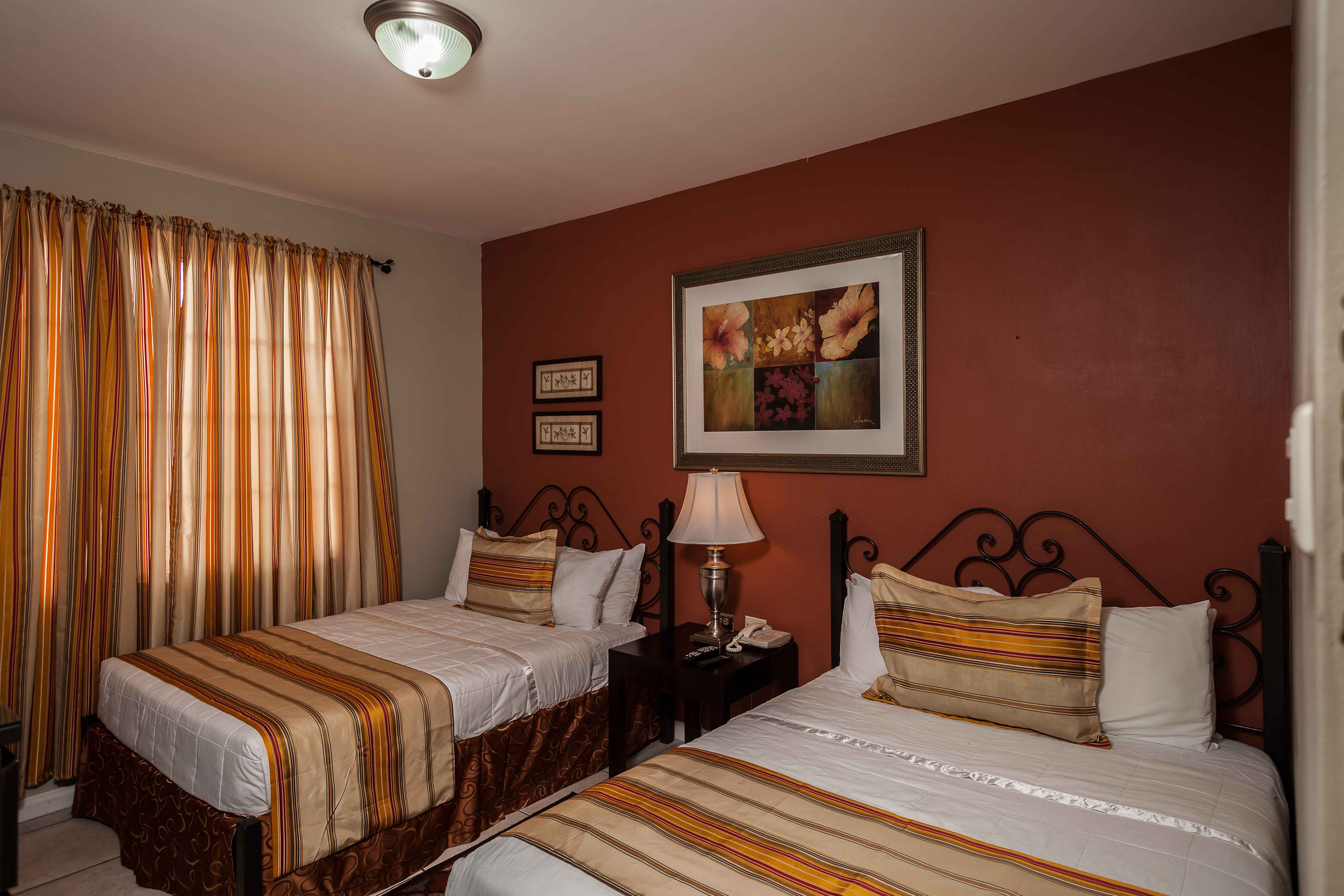Picture of: Signature Room Two Full Size Beds Inn At 87